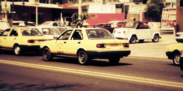 Taxi sin placas y sin permiso